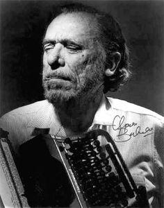 """A 93 años del nacimiento de uno de los escritores y poemas más ácidos y """"sucios"""" de la literatura estadounidense, recordamos al estupendo Charles Bukowski.http://www.linio.com.mx/libros-y-musica/todos-los-libros/"""