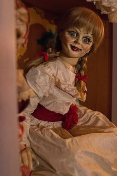 'Before The Conjuring there was' Annabelle is a 2014 American horror film produced by James Wan and directed by John R. Horror Movie Costumes, Scary Halloween Costumes, Cool Costumes, Costume Ideas, Halloween Ideas, Trendy Halloween, Halloween 2014, Halloween Makeup, K Pop