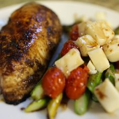 Share this socially: FREEBIE INGREDIENTS: 1 boneless, skinless chicken breast 6 asparagus spears 5 cherry tomatoes 8 cubes mozzarella cheese 3 Tbsp. balsamic vinegar 2 tsp. garlic powder 1 Tbsp. extra virgin olive oil salt and pepper to taste DIRECTIONS: Pan fry the chicken breast in 1 Tbsp. olive oil, 2 Tbsp. balsamic vinegar, and …