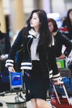 Lovelyz-Yein 180226 ICN 입국 Korea Fashion, Kpop Fashion, Girl Fashion, Kpop Girl Groups, Kpop Girls, Yein Lovelyz, Ulzzang Korean Girl, Woollim Entertainment, Pretty Girls