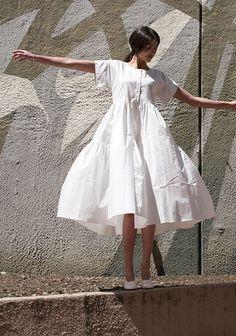 Une robe blanche patineuse XXL