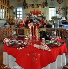 The Little Round Table: Black and White and Red All Over For Christmas