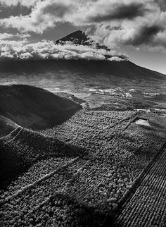 Sebastião Salgado chronicles and celebrates coffee growers Atitlàn Volcano. Atitlàn Region, Mid South Guatemala. ©SEBASTIAO SALGADO/AMAZONAS IMAGES FOR ILLY
