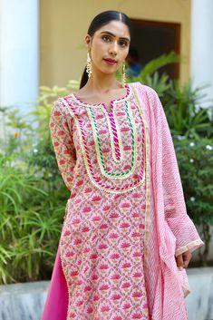 Designer Party Wear Dresses, Kurti Designs Party Wear, Indian Designer Outfits, Designer Wear, Simple Kurti Designs, Kurta Designs Women, Neck Designs For Suits, Dress Neck Designs, Frock Fashion