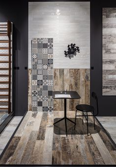 """With ColorArt, our""""carpentry"""" becomes ever more artistic with this highly creative interpretation of the wood effect in porcelain. Showroom Interior Design, Tile Showroom, Bathroom Showrooms, Design Minimalista, Ceramic Shop, Exhibition Booth Design, Office Interiors, Tile Design, Bathroom Inspiration"""