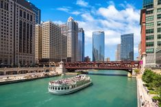 The Best Chicago Vacation Ideas for an Amazing Trip to the Windy City Visit Chicago, Chicago River, Chicago City, Chicago Area, The Second City, Filming Locations, Beautiful Buildings, Best Cities, Vacation Spots