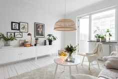 Trendesso: Lovely and fresh scandinavian apartment Home Living Room, Home, Living Dining Room, Living Room Style, House Interior, Dark Interiors, Interior Design, Ikea Ps Cabinet, Latest Living Room Designs