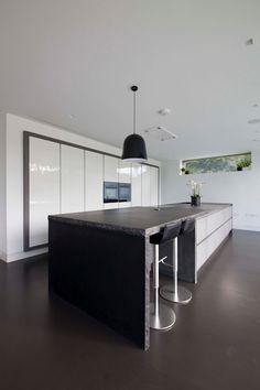 Beechwood House : Casas modernas por Cucucine Home & Kitchen Living Kitchen Living, Home Kitchens, Kitchen Island, Bathtub, House, Home Decor, Cob House Kitchen, Island, Modern Houses