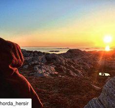 #Repost @horda_hersir . Takk for at du deler som alltid nydelige bilder 🙏🏻 💛 ・・・ Sunset in the north atlantic sea,from Sotra island in western Norway.Hood from @klesarven #solnedgang#sunset#ancientsoul#sotra#westernnorway#hordaland#photographer#inspiration#hood#nordvegen#vestlandet#mittvestland#mittnorge#havet#telavåg