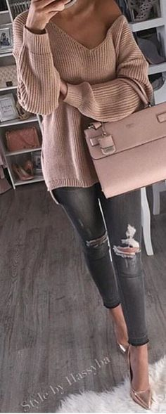 / Pink Off Shoulder Knit / Pink Leather Tote Bag / Ripped Skinny Jeans / Metallic Pumps Cozy Winter Outfits, Fall Outfits, Casual Outfits, Casual Bags, Dress Casual, Women's Casual, Mode Outfits, Jean Outfits, Ladies Outfits