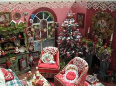 Miniature Christmas Roombox Made by Denise Morales.  For more Pins and Ideas on Christmas Dollhouse Miniatures with 'No Pin Limits', Click here: https://www.pinterest.com/annesminis/~-christmas-dollhouse-miniatures-~/