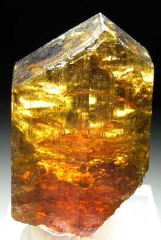Liddicoatite from Anjanabonoina Mine, Antsirabe Region, Madagascar : a city is hiding in there! Minerals And Gemstones, Crystals Minerals, Rocks And Minerals, Stones And Crystals, Loose Gemstones, Cool Rocks, Beautiful Rocks, Natural Crystals, Natural Stones