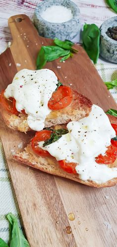 Slow-Roasted Cherry Tomatoes & Burrata Bruschetta Recipe for Brunch Burrata Cheese, Caprese Salad, Roasted Cherry Tomatoes, Healthy Breakfast Options, Breakfast Bowls, Brunch Recipes, Vegetarian Recipes, Cooking, Vegetarische Rezepte