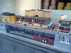Lego City Train, Lego Trains, Gare Lego, Lego Hospital, Arts And Crafts For Kids Toddlers, Lego Super Mario, Lego Pictures, Lego Modular, Lego Construction