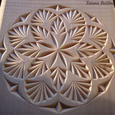 Risultati immagini per chip carving designs Wood Carving Tools, Wood Carving Patterns, Carving Designs, Wood Patterns, Stone Carving, Wood Carving For Beginners, Wood Projects For Beginners, Diy Wood Projects, Wood Crafts
