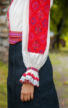 Portul padurenilor – Etnotique Folk Costume, Costumes, Floral Tie, Popular, History, Fashion, Moda, Dress Up Clothes, Fashion Styles