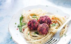 Lentil and Beet Meatballs With Pasta [Vegan, Gluten-Free] – One Green PlanetOne Green Planet Vegan Lunch Recipes, Bean Recipes, Delicious Vegan Recipes, Vegan Foods, Pasta Recipes, Dinner Recipes, Vegan Meals, Yummy Food, Lentil Meatballs
