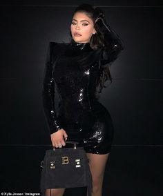 Kylie Jenner announced a new Kylie Cosmetics collaboration with the French luxury brand Balmain, set to drop during Paris Fashion Week. She stepped out in a Balmain outfit just last week. Kylie Jenner Vestidos, Moda Kylie Jenner, Estilo Kylie Jenner, Estilo Kardashian, Kylie Jenner Look, Kyle Jenner, Robert Kardashian, Kendall Jenner Outfits, Kendall And Kylie