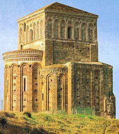 La Iglesia de la Lugareja de Arévalo (Ávila), constituye el mejor ejemplo de fusión entre románico y mudéjar.