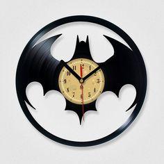 Vinyl Record Clock Batman by TheVinylEaters. Yeah, I kinda need a new clock. Vinyl Record Crafts, Used Vinyl Records, Vinyl Record Clock, Record Art, Vinyl Art, Vynil, Im Batman, Batman Stuff, Batman Logo