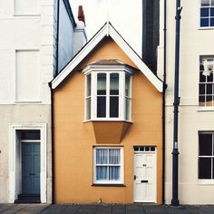 visualsupplyco:  Tiny house in Beaumaris, Anglesey, Wales by Angela Hawley