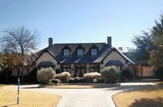 Packed With Amenities - 36238TX thumb - 03