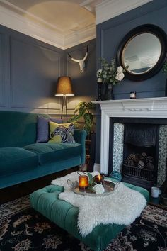 Home Decor Bedroom Decorative paneling made easy.Home Decor Bedroom Decorative paneling made easy Dark Living Rooms, New Living Room, Living Room Interior, Home And Living, Living Room Decor Blue Walls, Dark Green Living Room, Small Living, Modern Living, Sala Vintage