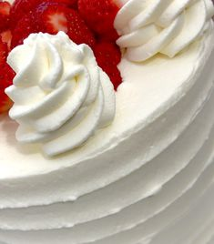 Stabilized Whipped Cream Icing: Perfect for Spring! Stabilized Whipped Cream Frosting, Whipped Icing, Homemade Whipped Cream, Recipes With Whipping Cream, Cream Recipes, Yummy Recipes, Cake Recipes, Recipies, Dessert Recipes