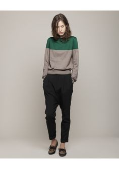 green and grey sweater + black pants and flats = great casual work outfit for fall. band of outsiders Estilo Boyish, Estilo Cool, Boyish Style, Her Style, Tomboy Style, Feminine Tomboy, Look Fashion, Fashion Outfits, Womens Fashion