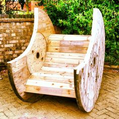 Cable drum rocking chair on Gumtree. Hand made cable drum rocking chair, can be hand made to order. 1 available to take away, custom orde Pallet Furniture, Cool Furniture, Furniture Ideas, Repurposed Furniture, Living Furniture, Garden Projects, Home Projects, Diy Garden, Wooden Garden