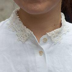 [エンベロープオンラインショップ] 刺繍のポケット付きシャツ レースの襟 the linen bird ホーム