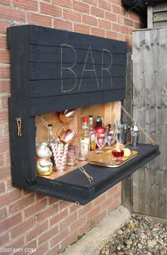 , To make a lighted outdoor bar with pallets and solar fairy lights. , To make a lighted outdoor bar with pallets and solar fairy lights Outdoor Projects, Home Projects, Pallet Projects, Garden Projects, Outdoor Ideas, Patio Ideas On A Budget, Quirky Patio Ideas, Garden Crafts, Porch Ideas