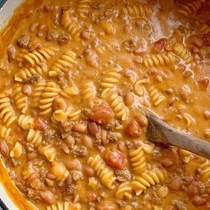 Ground Beef Chili is loaded with beef, seasonings, tomatoes, pinto beans, and tender pasta. Best part is the homemade queso sauce in the ground beef chili! Chili Recipes, Crockpot Recipes, Cooking Recipes, Crispy Honey Chicken, Classic Chili Recipe, Spiral Pasta, Pumpkin Spice Muffins, Pasta Salad Italian, Corn Casserole