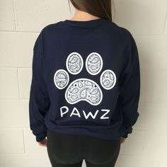 Printed on a super soft, 100% cotton, comfort long sleeve, this shirt is not only comfortable, but also has a great fit. Perfect for all animal lovers, this design has been hand printed to give the pr