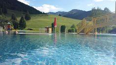 Lekker zwemmen en genieten van het prachtige uitzicht van de bergen in Maria Alm. Het zwembad is gelegen op 3 minuten loop afstand van Hotel restaurant Sonnenlicht. Bergen, Restaurant, Sunlight, Diner Restaurant, Restaurants, Supper Club
