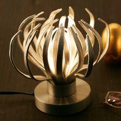 能作/錫 照明 ムーブ 21000yen シェードの形を自由に変えられる斬新な照明