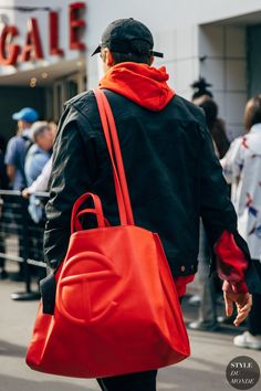 Street Snap, Street Chic, Tina Kunakey, Caroline Issa, Trendy Mens Fashion, Street Looks, Jeanne Damas, Red Hoodie, Paris Fashion