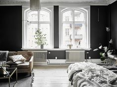 Match made in heaven: een donker interieur met grote raampartijen - Roomed