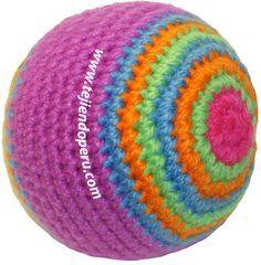 Cómo tejer pelotas a crochet (amigurumi).  Son muy rápidas de tejer y se puede aprovechar los sobrantes de lana de otros trabajos!! Baby Knitting Patterns, Stitch Patterns, Crochet Patterns, Crochet Ball, Knit Crochet, Diy Cat Toys, Jute Crafts, Crochet Decoration, Crochet Basics