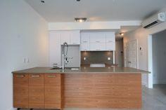 Cuisine de chêne Kitchen Island, Kitchen Cabinets, Condo, Home Decor, Kitchens, Island Kitchen, Decoration Home, Room Decor, Kitchen Cupboards