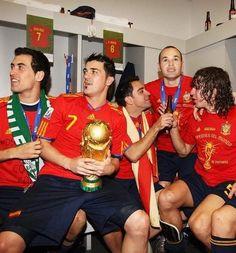 Spanish Soccer Players, Fifa, Eric Cantona, World Cup, Christmas Sweaters, Barcelona, Spain, The Unit, Football