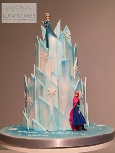 188 Beautiful Castle Cakes Decoration Ideas for Birthday Cakes Bolo Frozen, Disney Frozen Cake, Disney Cakes, Elsa Birthday Cake, Frozen Themed Birthday Party, Frozen Castle Cake, Castle Cakes, Frozen Theme Cake, Pastel Frozen