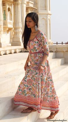 In case you didn't know autumn in Rajasthan (India) is like an Indian Summer and dressing up while surviving the soaring temperatures can be… India Fashion, Ethnic Fashion, Asian Fashion, Girl Fashion, Fashion Dresses, Western Dresses, Indian Dresses, Indian Outfits, Indian Attire