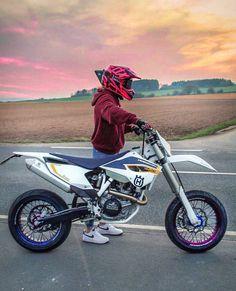 Motocross Videos, Motocross Love, Motocross Girls, Motorcross Bike, Motocross Gear, Bobber Motorcycle, Motorcycle Garage, Ktm Dirt Bikes, Cool Dirt Bikes