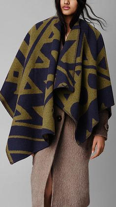 Burberry Prorsum Graphic Motif Blanket Poncho