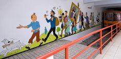 In de voetsporen van Hergé treden, door het hart van Brussel, met spectaculaire muurschilderingen en fascinerende avonturen van Kuifje en Bobbie!