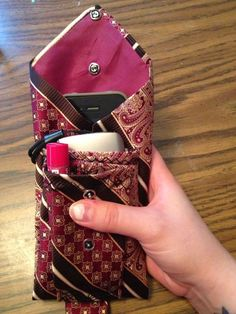 I can put my Chapstick, camera, and my phone (in the back pocket) in my pouch! And any debit cards and cash as well!How to Make a Three Pocket Pouch Out of a Men's Tie Old Neck Ties, Old Ties, Sewing Hacks, Sewing Crafts, Necktie Quilt, Diy Necktie Purse, Sewing Projects For Beginners, Sewing Patterns, Purses