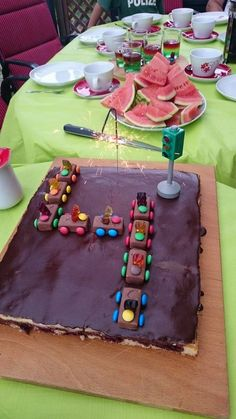 Schoko-Auto Chocolate car, a very delicious recipe from the category children. Celebration Balloons, Celebration Background, Celebration Cakes, Happy Birthday Husband Romantic, Smarties Cake, Chocolate Car, Smarties Chocolate, Car Cake Tutorial, Birthday Celebration Quotes