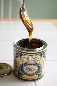 Oh, how I loved golden syrup. Which makes me think of the marmalade called golden shred. A sweetly marvelous British classic: Golden Syrup. Pancake Day, Wine Reviews, Golden Syrup, English Food, Baking Supplies, Vintage Tins, Creme Brulee, Cookie Decorating, Betta