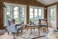 Inspirasjon til hytta! Log Cabin Living, Cottage Living Rooms, Cottage Interiors, Cabin Design, House Design, Modern Rustic Homes, Contemporary Cottage, Tiny House Cabin, Log Homes
